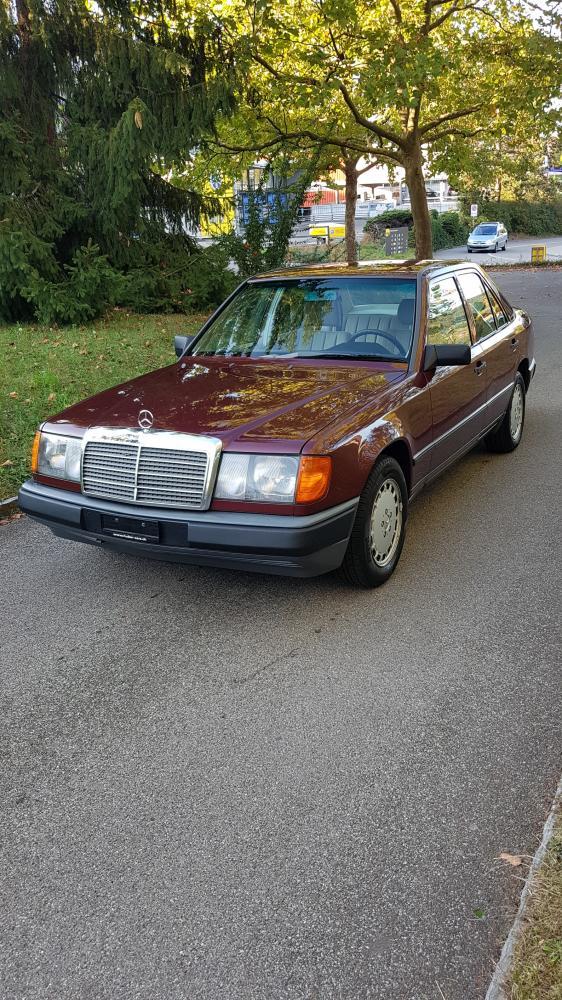MERCEDES-BENZ 230 E (Limousine)